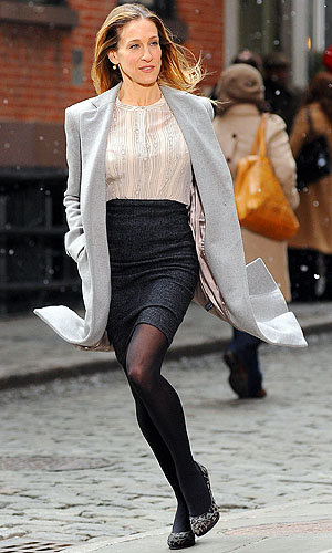 ON SET PHOTOS: SJP battles the elements in sleek ensemble