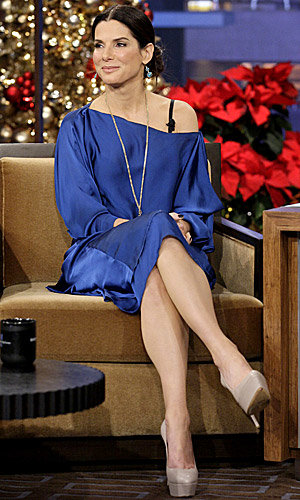 Gorgeous! Sandra Bullock looks elegant in blue on The Tonight Show