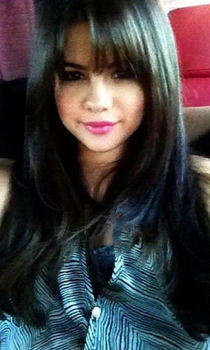 Selena Gomez debuts a new hairstyle!
