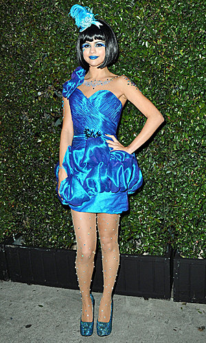 Selena Gomez goes all out in bright blue!