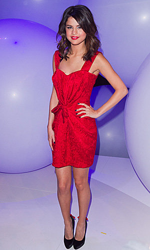 Selena Gomez wows the crowd in red