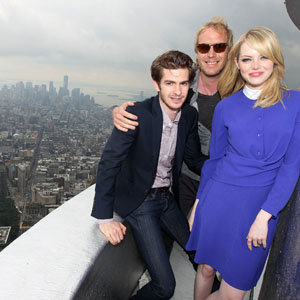 Emma Stone, Andrew Garfield and the cast of The Amazing Spider-Man visit the Empire State Building!