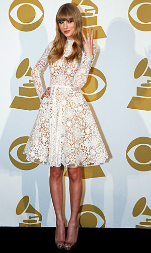 Taylor Swift wows at 2013 Grammy Nominations Concert