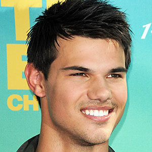 Twilight Breaking Dawn alert: Taylor Lautner tells all!