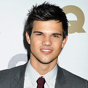Taylor Lautner tells all about his Abduction kissing scenes with Lily Collins!