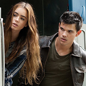 NEW Abduction trailer and pics starring Taylor Lautner and Lily Collins