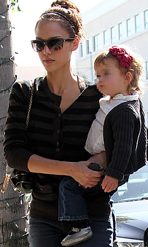 JESSICA ALBA and daughter spotted in matching hairbands