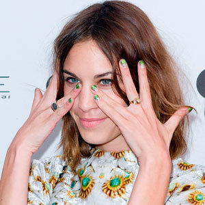 Beauty Trend: Alexa Chung does nail art for glamorous party…