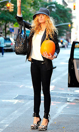 SPOTTED: Blake Lively carries a PUMPKIN in New York…
