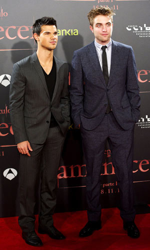 TWILIGHT PREMIERES! Robert Pattinson and Taylor Lautner land in Spain while Ashley Greene hits Canada