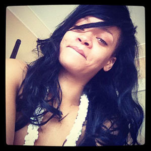 Rihanna tweets snap of herself with no make-up!