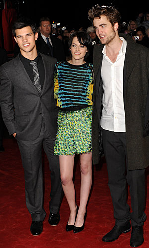 Fans go crazy as Twilight New Moon stars hit the red carpet