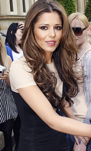 Cheryl Cole's hair goes back to brunette
