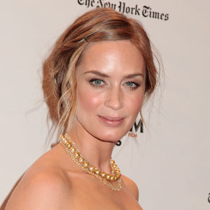 Emily Blunt goes back to blonde
