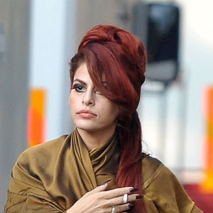 HOT HAIR COLOUR: Eva Mendes dyes her hair RED!