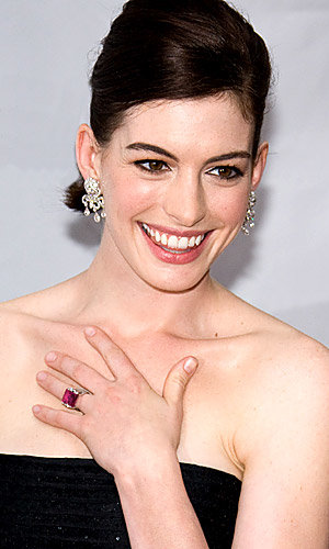 Anne Hathaway to play Judy Garland
