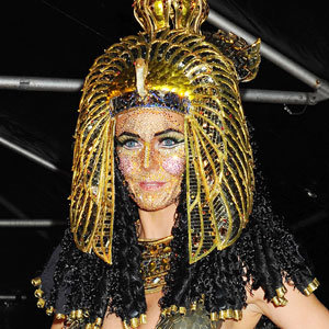 Heidi Klum dazzles as Cleopatra at her Haunted Holiday party!