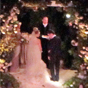 SEE PIC: Hilary Duff marries in style