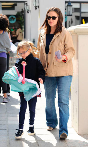 Jennifer Garner out and about after birth of baby Samuel