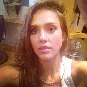 Jessica Alba lightens up with honey highlights