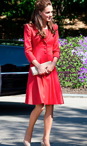 Kate Middleton jets off to Mustique on holiday with her family!