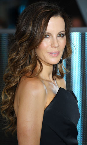 Get Kate Beckinsale's flawless make-up look!