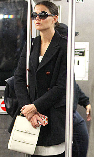 Katie Holmes takes the subway in New York!