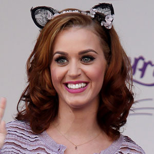 HAIR TREND: Katy Perry shows off her new red hair!