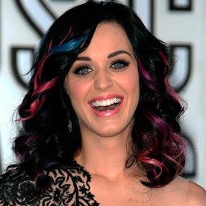 Katy Perry wears Russell Brand's face on her nails at the VMA's