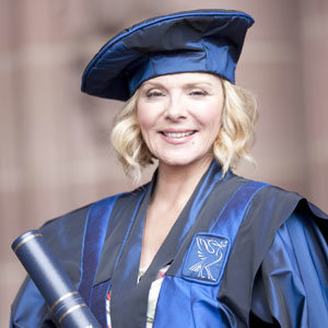 Kim Cattrall and Orlando Bloom both receive honorary degrees