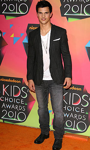 Twilight's Taylor Lautner wins big at Nickelodeon Kids' Choice Awards