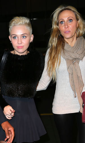 Miley Cyrus shows off a new short hairstyle