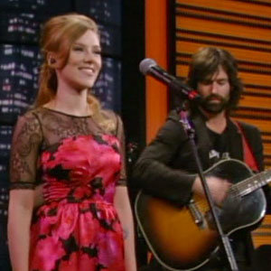 PHOTOS: Scarlett Johansson sings live on US TV