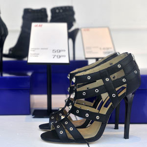 Jimmy Choo in the windows at H&M – ready for tomorrow!