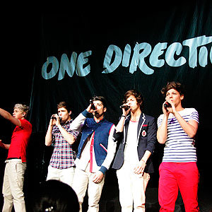 One Direction mania grips America!
