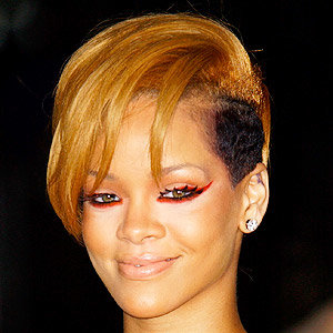 Rihanna sees red at the American Music Awards