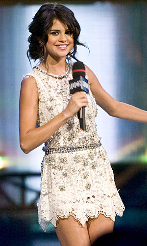Selena Gomez to sing Britney Spears Song!