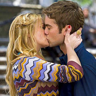 NEW GOSSIP GIRL PICS: Nate kissing Serena's cousin and are Blair and Chuck back together?