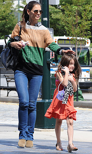 Katie Holmes and Suri Cruz go bright in NYC