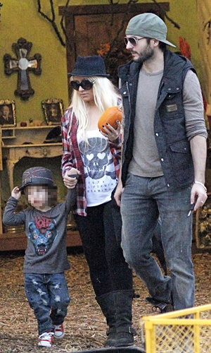 Christina Aguilera and Heidi Klum go on the pumpkin hunt!