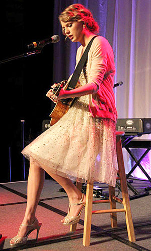 Taylor Swift hits the stage at the Nashville Songwriters Hall of Fame