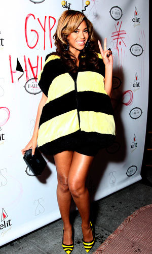 SEE PIC: Beyonce dresses up as Queen Bee!