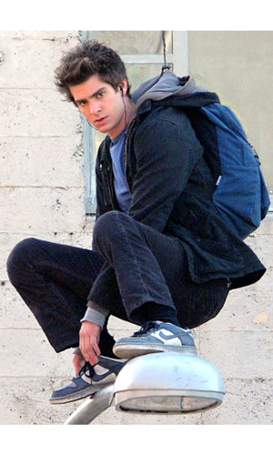 CELEBS ON SET: Andrew Garfield does stunts on The Amazing Spider-Man set!