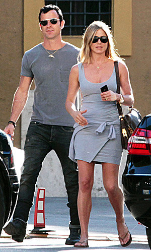SEE PICS: Jennifer Aniston and Justin Theroux in Rome!