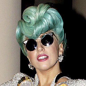 Lady Gaga goes green - with her hair!