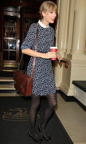 Taylor Swift works three high street outfits in London!