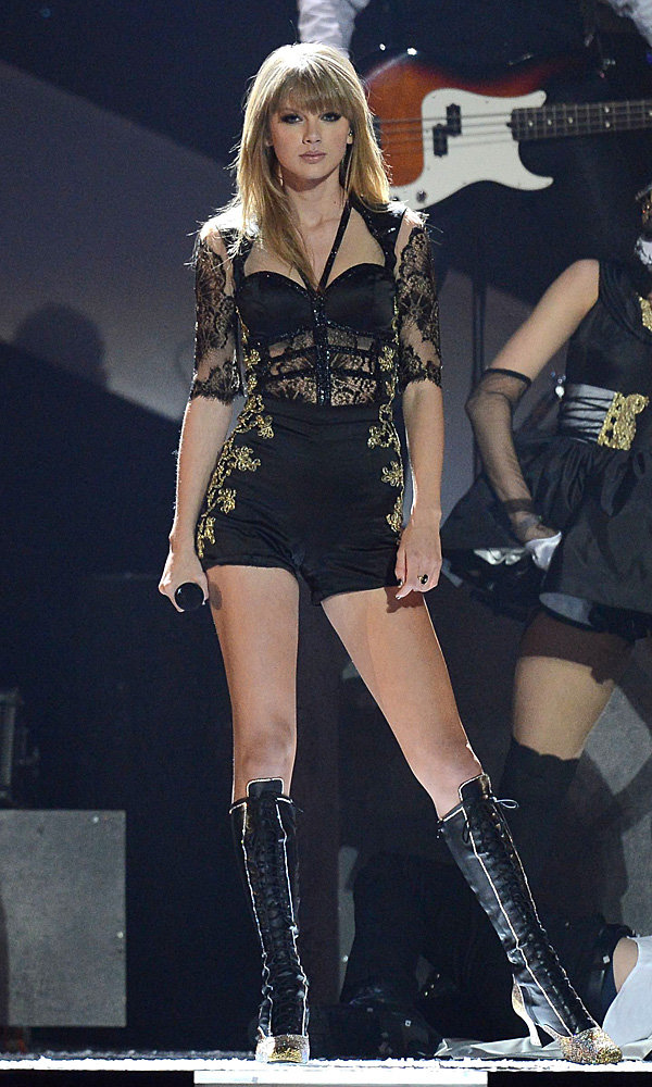 Taylor Swift debuts new music video