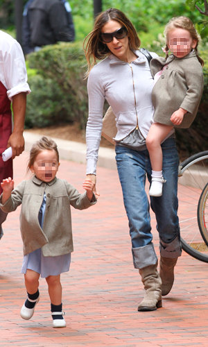 CUTE: Sarah Jessica Parker's twins Tabitha and Marion wear matching coats!