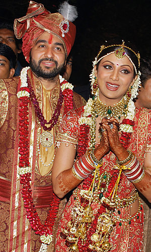Shilpa Shetty marries in bling-tastic Bollywood wedding