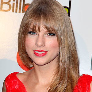 CELEB HAIR: Taylor Swift shows off her new fringe hairstyle!